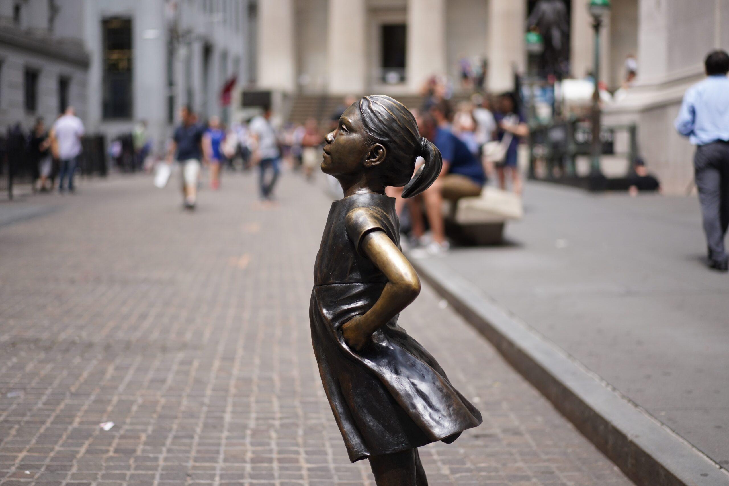 Fearless Girl sculpture at Wall Street, New York, street art sculptures