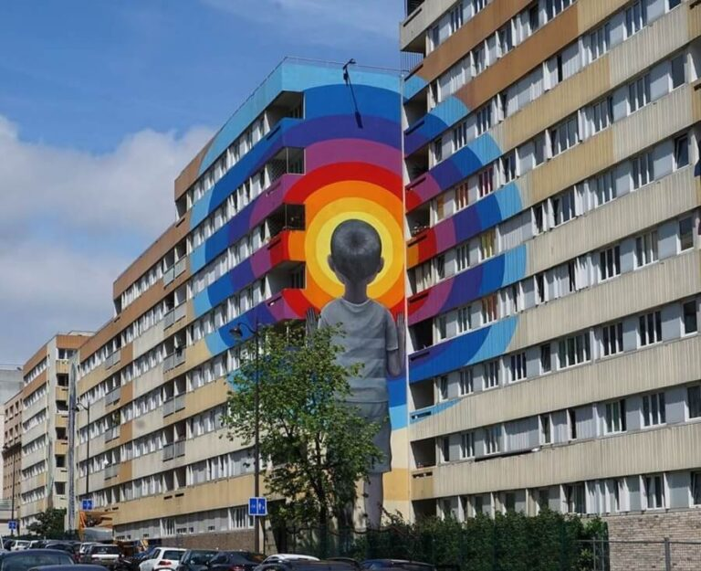 Mural paintings: Enter the vortex by the French artist Julien Malland.