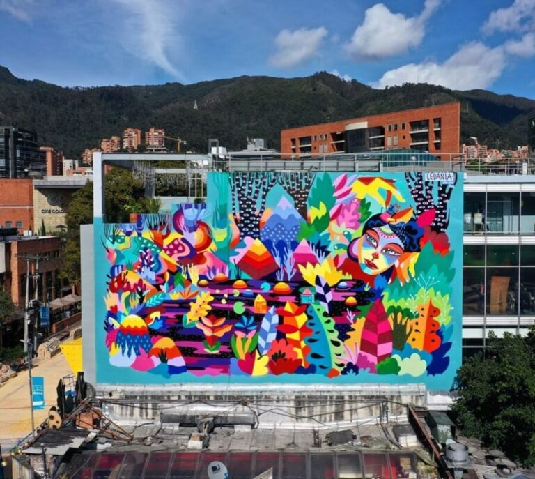 Totto Brand, by Ledania, another great Colombian artist, in Bogotá. One of the most colorful mural paintings.