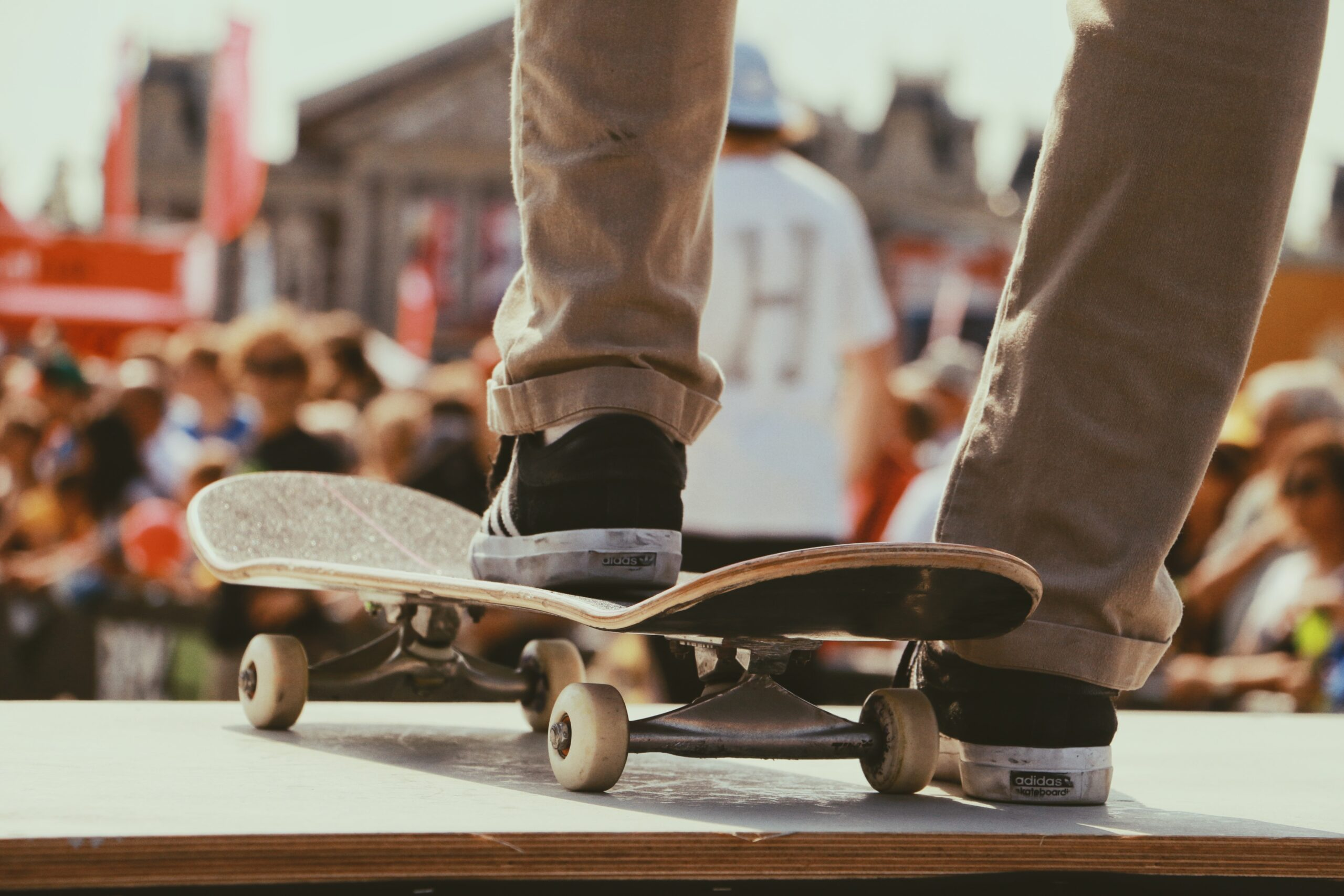 Skateboarding tricks for beginners: the best tips and how to practice them.