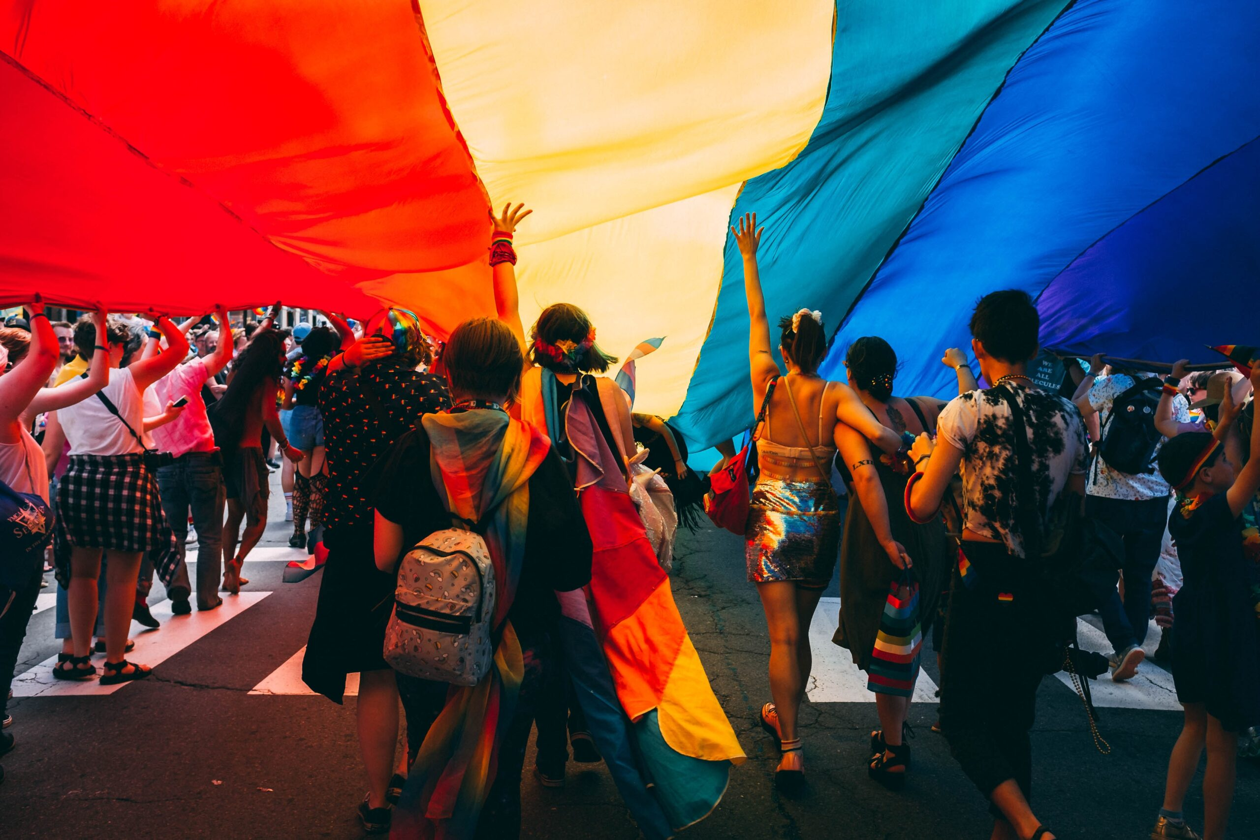 Inmitten der Merkmale der Generation Z verändern ihre sexuelle Identität und ihre Vorstellungen die LGBT-Community.