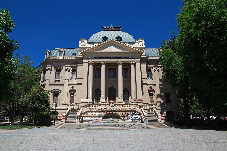Descubre los Museos en Santiago que no te puedes perder.
