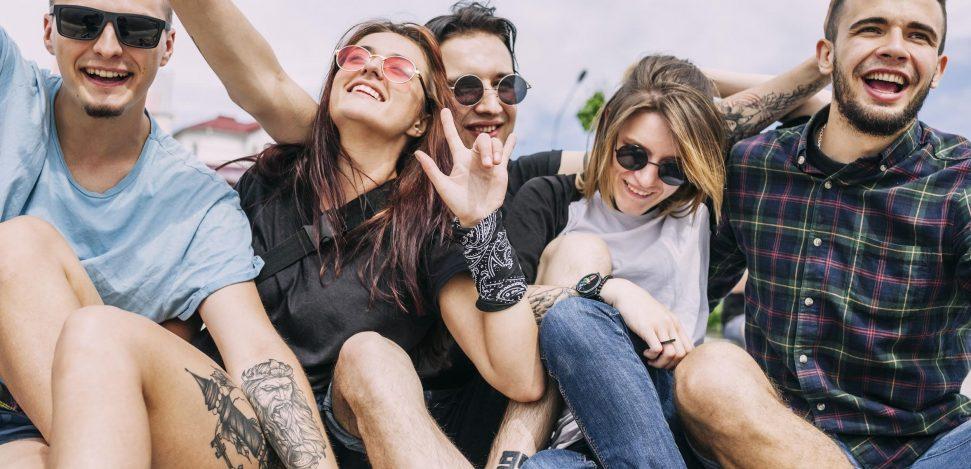 Freundschaftstattoos für beste Freunde. Haben Sie jemals darüber nachgedacht, passende Tattoos mit Ihrem besten Freund zu bekommen?