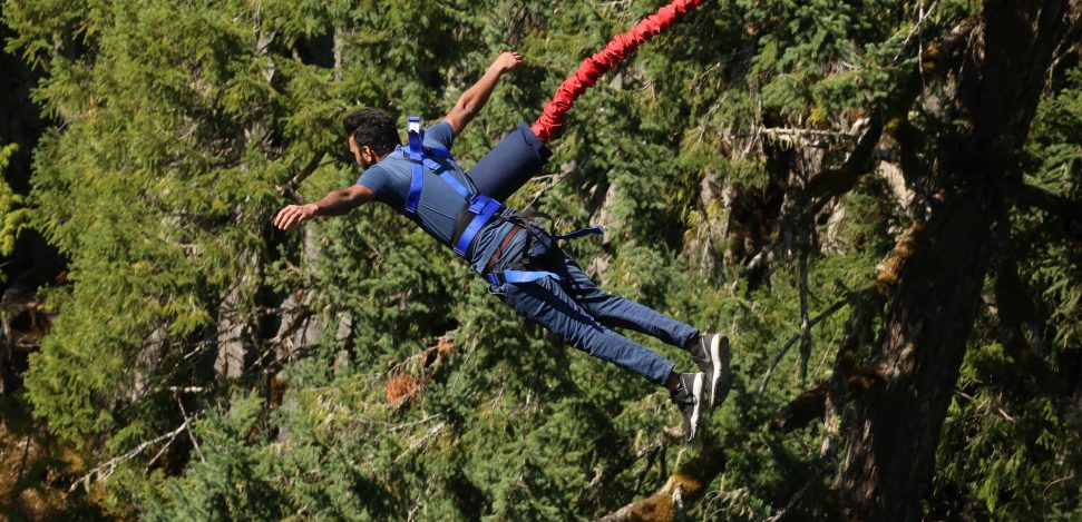 Bungee Jumping is an extreme sport where you feel the thrill from free-falling.