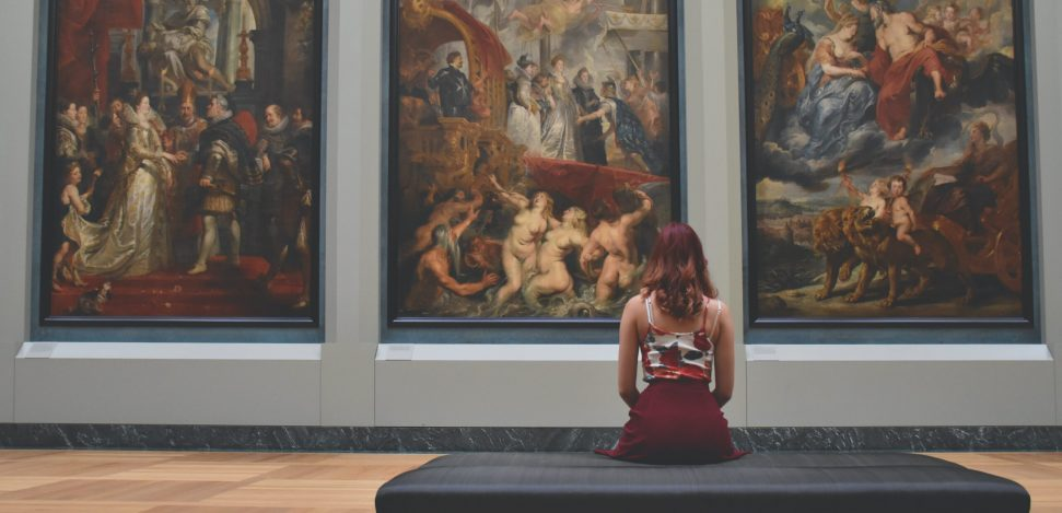 The best virtual Museum tours for you to enjoy. Woman in a museum.